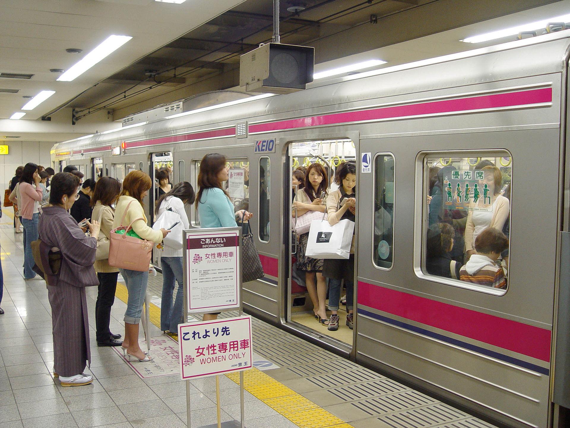 Les wagons réservés aux femmes au Japon font couler beaucoup d'encre